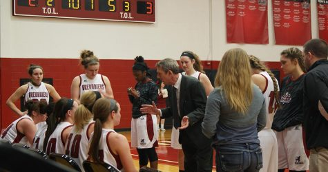 Farris addressing his team during a timeout.