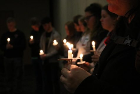 SGA Holds Candlelight Vigil in Remembrance of Florida Parkland Shooting Victims