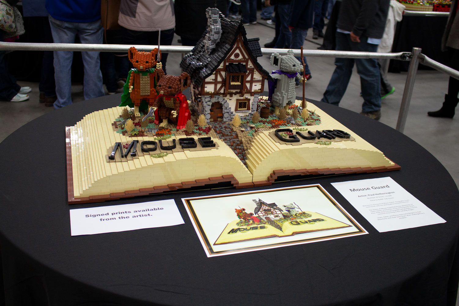 %22Mouse+Guard%22+by+Paul+Hetherington+is+made+up+of+a+total+of+12%2C500+Lego+bricks+and+took+the+artist+156+hours+to+build.