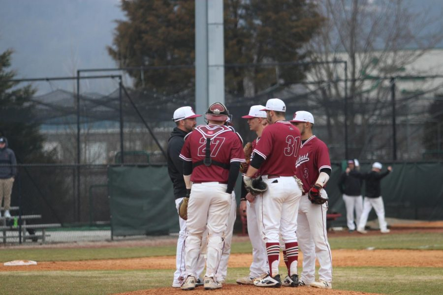 Head+Coach+Ben+Reel+and+the+IUS+baseball+infield+gather+around+relief+pitcher+Owen+Evans+during+game+one+of+last+Saturday%27s+doubleheader+against+Rio+Grande.