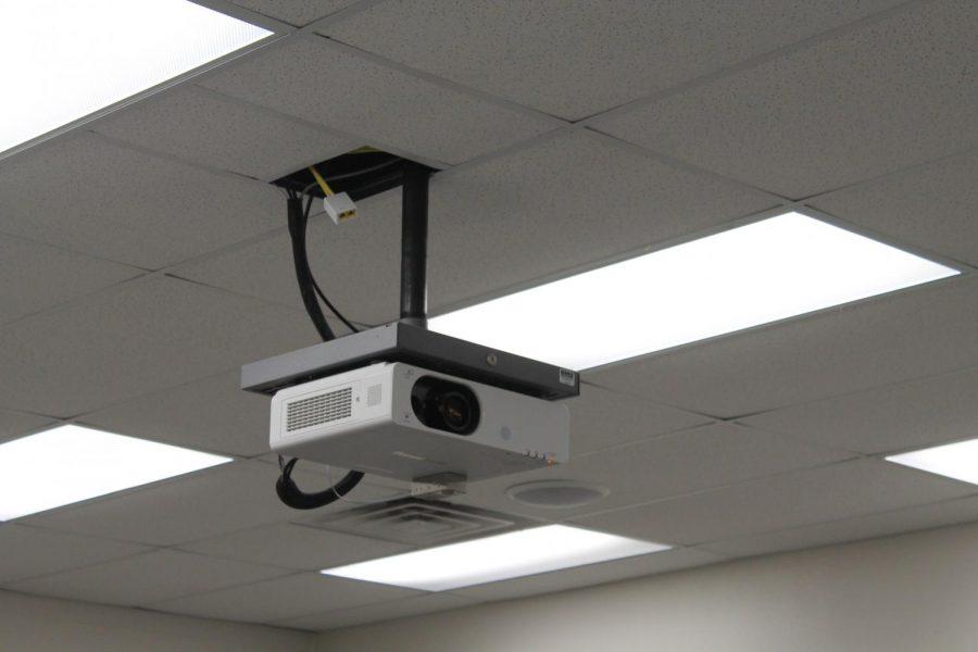 The+old+Panasonic+PT-FW530U+bulb+projector.+Photo+by+Sydney+Randall.