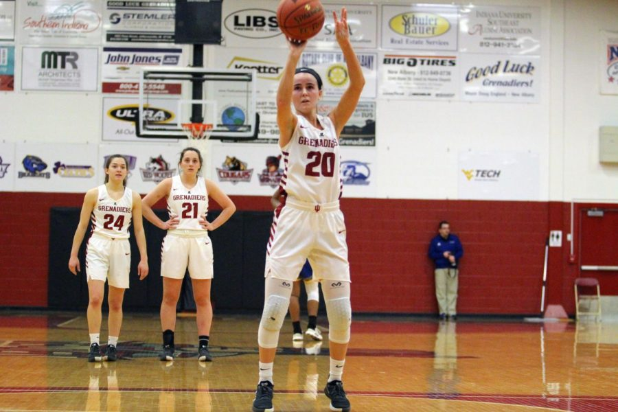 Senior+Guard+Madi+Woods+surpasses+1%2C000+career+points+with+a+free+throw+during+the+fourth+quarter+of+the+Grenadiers%27+win+against+Midway.