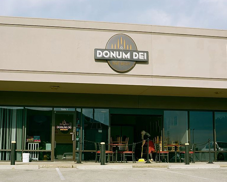Donum+Dei%2C+a+brewery+located+in+New+Albany%2C+has+been+using+its+facility+to+make+hand+sanitizer+for+the+Floyd+County+community.