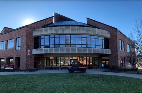 IUS Library reduces hours, shifts to digital access after suspending all face-to-face services indefinitely