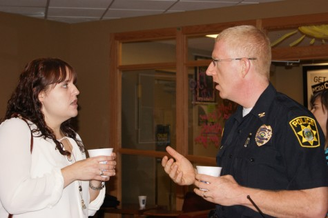 Students learn more about IUS police at coffee event