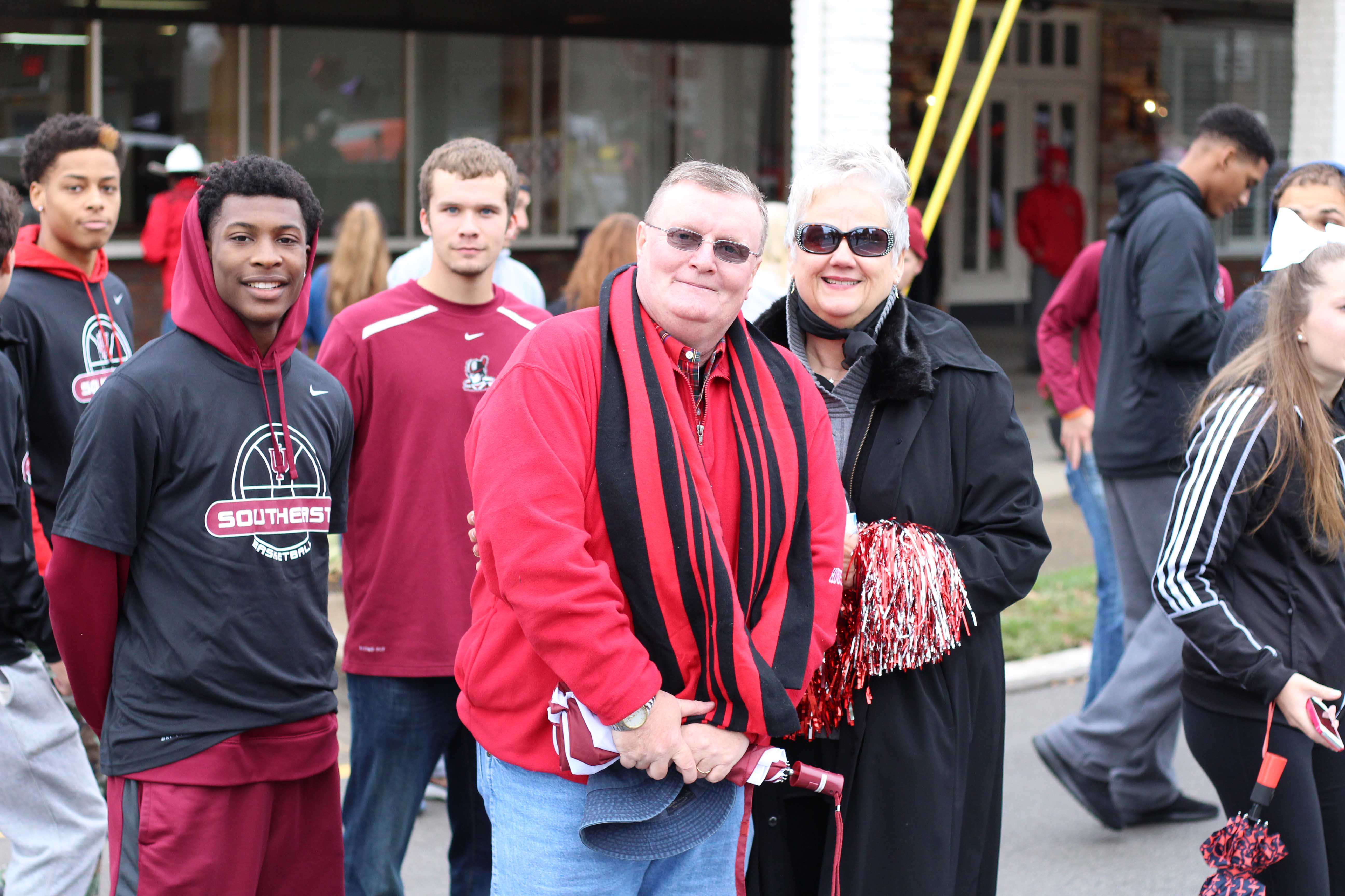 Chancellor+Wallace+and+his+wife+pose+with+IU+Southeast+sophomore+point+guard+Dee+Stanton.+%E2%80%9CThis+is+my+first+time+in+this+parade%2C%E2%80%9D+Stanton+said%2C+%E2%80%9Cother+than+freezing+throughout+the+whole+thing%2C+it+was+fun+to+walk+with+my+teammates.%E2%80%9D%0A