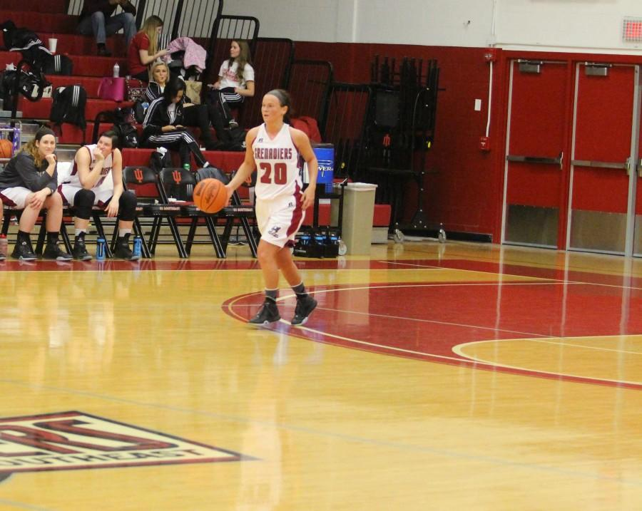 Sophomore+guard+Annie+Thomas+bring+the+ball+up+the+court.+The+Grenadiers+would+go+on+the+win+by+the+score+of+78-55.+