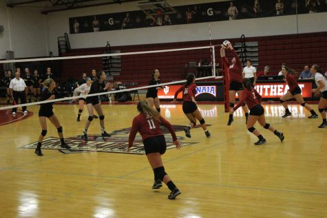 IUS women's volleyball team defeats Oakland City