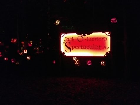 Kentuckiana community gathers for annual Jack O' Lantern Spectacular