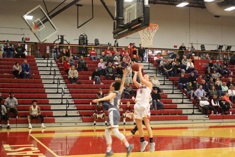 Senior+Josie+Hockman+goes+up+for+a+fastbreak+layup+in+the+third+quarter+against+Asbury.+The+field+goal+helped+Hockman+eclipse+the+1%2C000+point+mark+for+her+career.