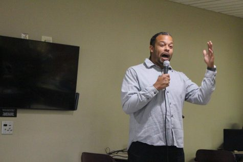 Comedian Joe Deuce visits IUS, conjures chuckles in the Commons