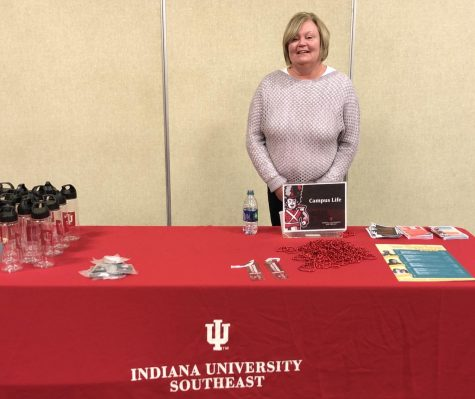 Professor Gloria Murray shares service-learning ideas during IUS Joy of Teaching series