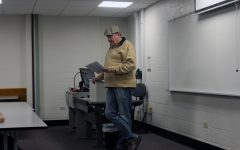 Beer expert Roger Baylor speaks about the history of beer in New Albany during IUS visit